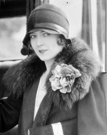 black-and-white-flapper-smiling-1930s.jpg